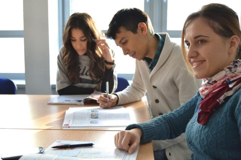 COURRIER DU SIEP : cours universitaires à distance et tables de conversation en anglais