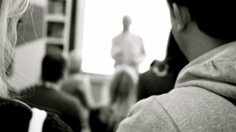 Études supérieures en cours du soir : témoignage, avantages, inconvénients, conseils et liste des écoles/universités